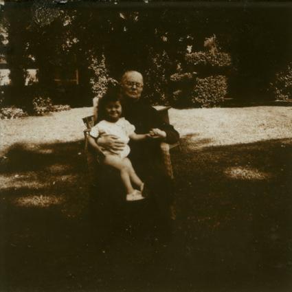 Placa estereoscópica de Elize Schulze y Maia, mi abuela. Partido de Vicente López, c. 1920.