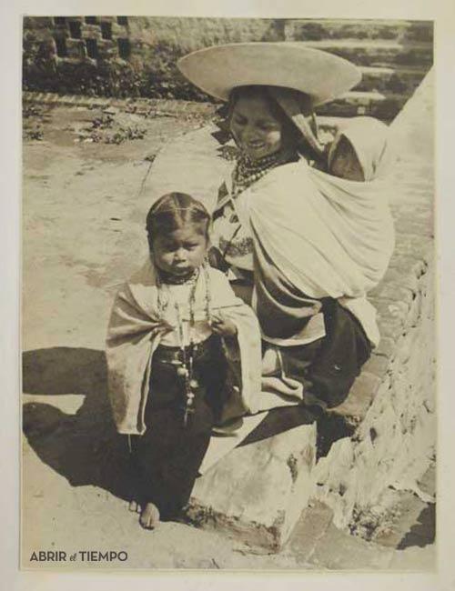 """Fotografía de André Roosevelt del álbum fotográfico """"Andean Paradise"""". Circa 1939."""