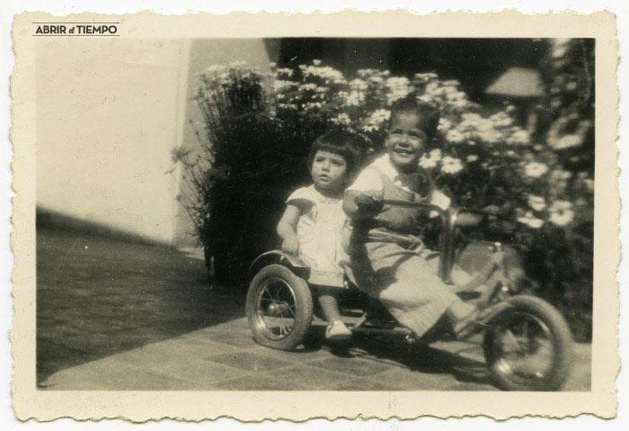 Triciclo y margaritas (frente)